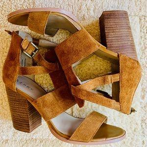Hinge Cora Suede block heel Sandal cognac size 8